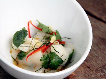 Salade de pétoncles, feuille de menthe et citronnelle thai