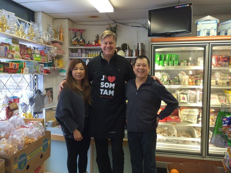 Épicerie asiatique Hour Hong, Vicky et son frère