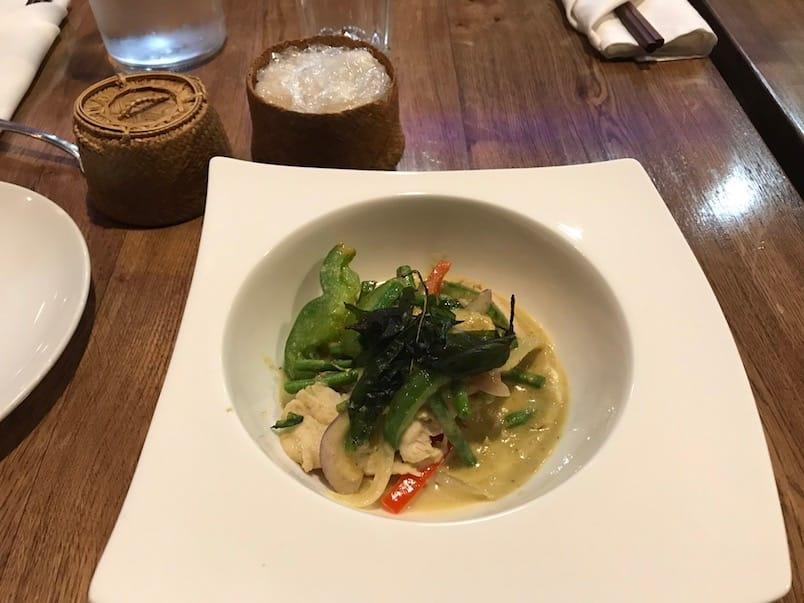 Poulet au curry vert Thaï chez Kin Kh ao 25
